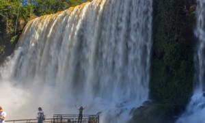 Argentina-CataratasIguazuAbajoSara